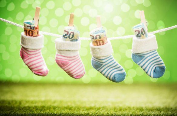 bankovky v detských ponožkách